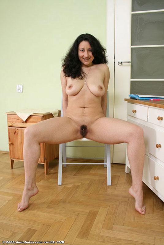 Patient mature pantyhose upskirt